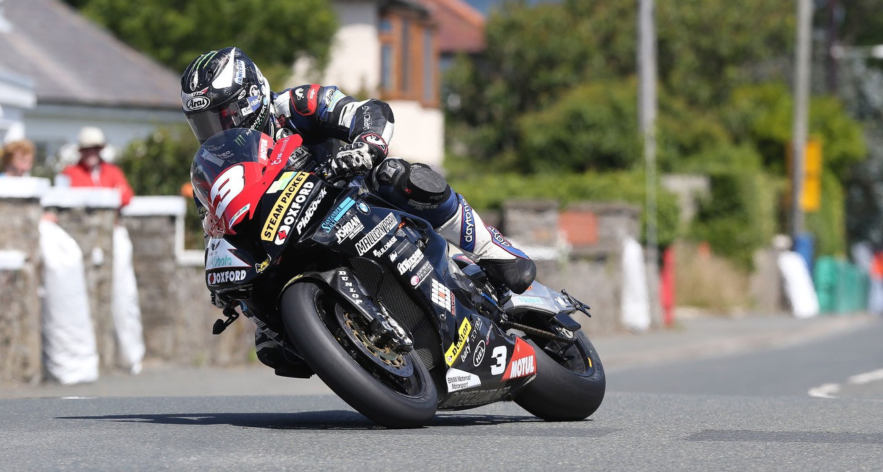 Michal Prasek con la BMW S 1000 RR campione dell'Alpe Adria Road Racing - Michael Dunlop ha dominato la Southern 100 all'isola di Man